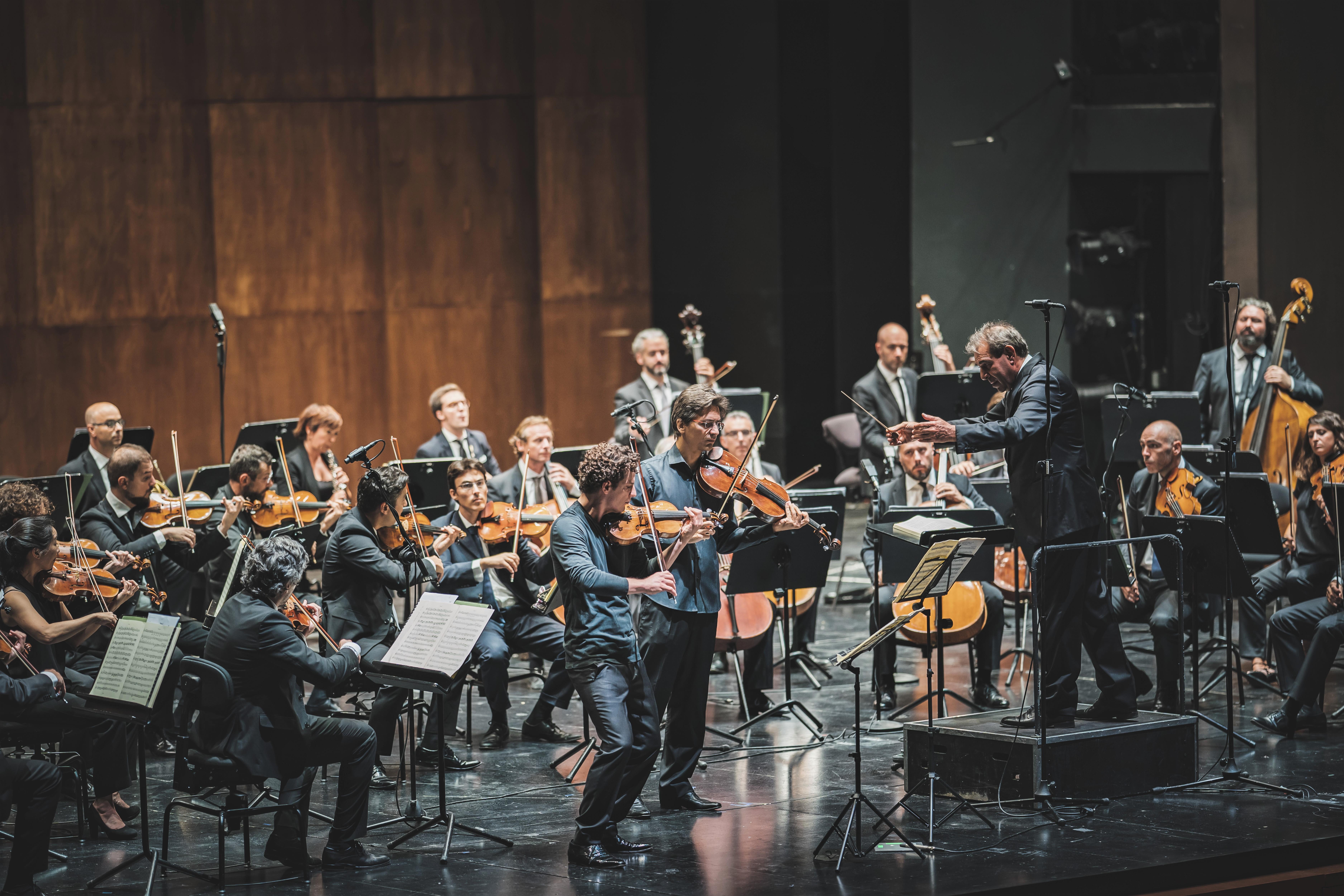 Raphael Christ, Simone Briatore, Daniele Gatti e l'Orchestra Mozart (foto Michele Monasta)